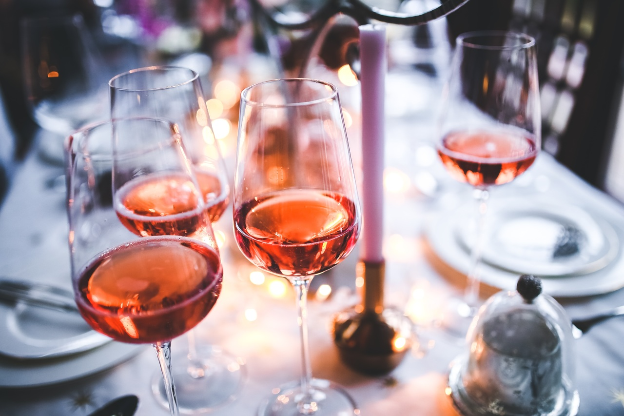 table-wine-glass-restaurant-evening-rose-1325911-pxhere.com